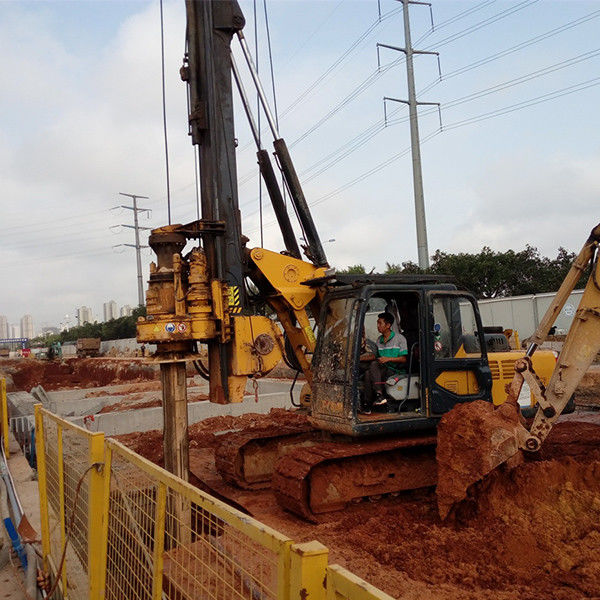 High Efficiency Rotary Piling Rig , 2.8 km/h Travel Speed Pile Driving Machinery